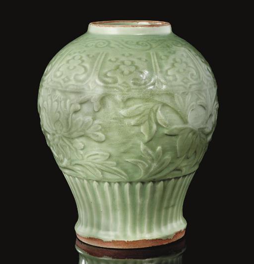 A rare carved Longquan celadon