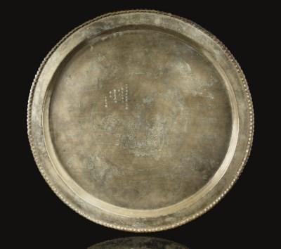A large circular barbed-rim pa