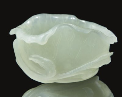 A grey-white jade 'lotus' cup