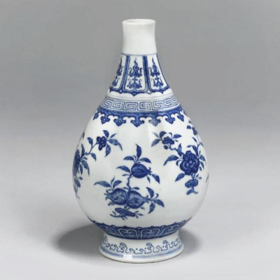 A Chinese blue and white pear-
