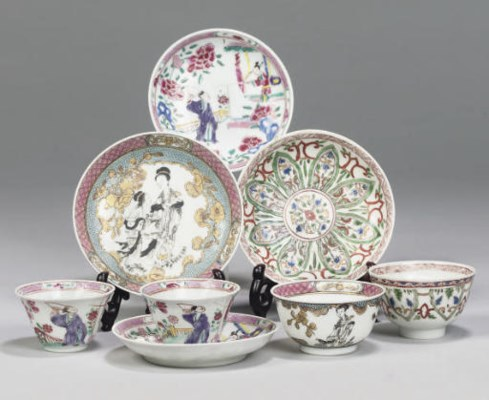 Four Chinese teabowls and sauc