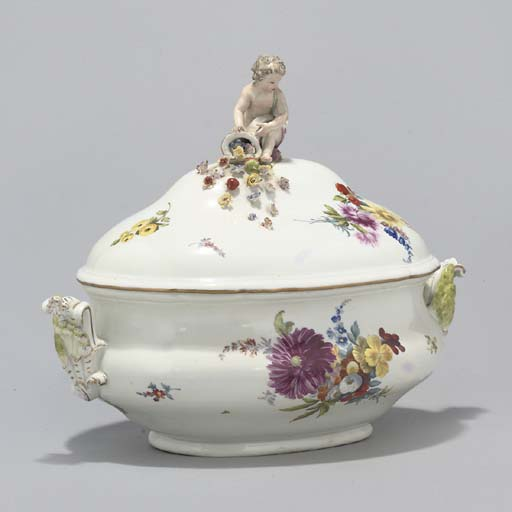 A MEISSEN SOUP-TUREEN AND COVE