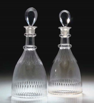 A PAIR OF CLUB-SHAPED DECANTER
