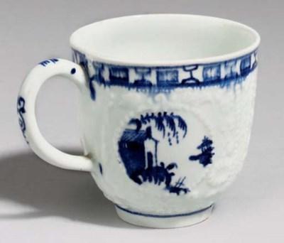 A LOWESTOFT BLUE AND WHITE MOU