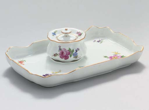 A MEISSEN INKPOT, COVER AND ST