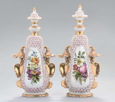 A PAIR OF FRENCH PORCELAIN FLO