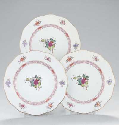 A SET OF FOURTEEN HEREND PLATE