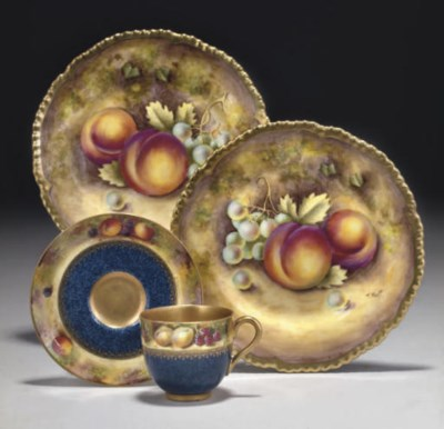 A PAIR OF ROYAL WORCESTER PLAT