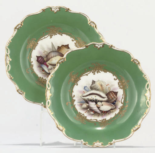 A PAIR OF ENGLISH PORCELAIN GR