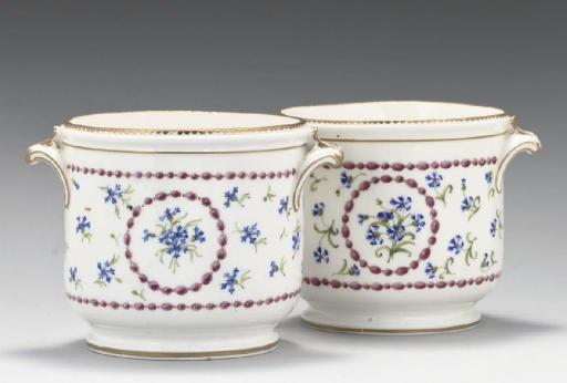 TWO SEVRES SEAUX A DEMI-BOUTEI