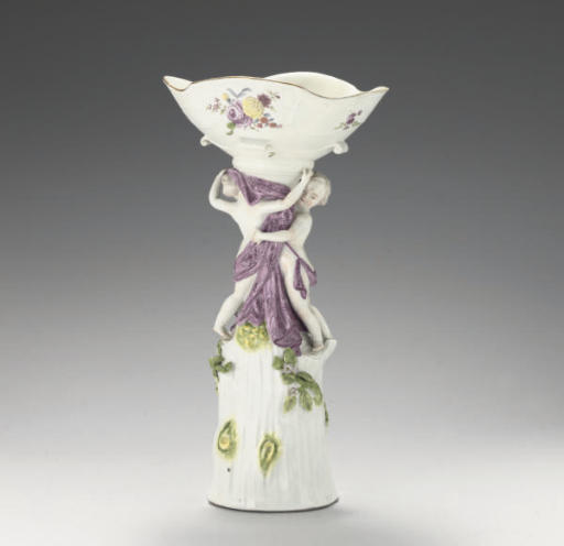 A MEISSEN CENTRE-PIECE