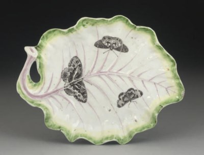 A WORCESTER LEAF-SHAPED DISH