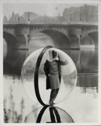 Simone, Bubble, Seine, Paris, 1963