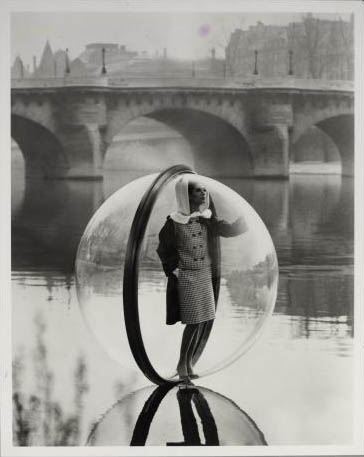 Simone, Bubble, Seine, Paris, 1963