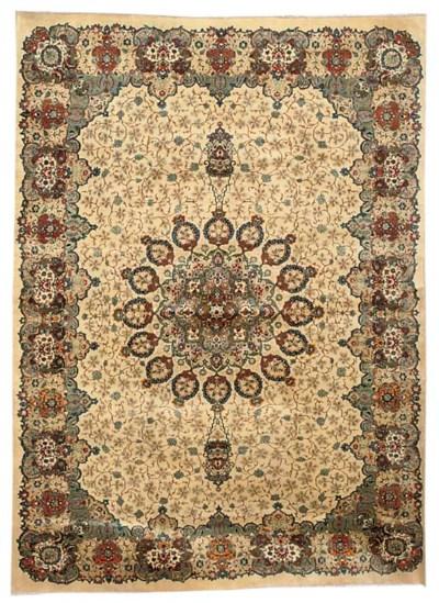 A fine Saniy Kashan carpet, Ce