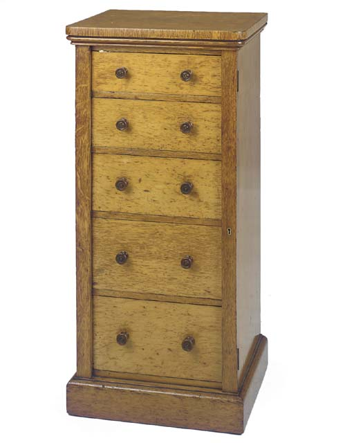 A EARLY VICTORIAN OAK WELLINGT
