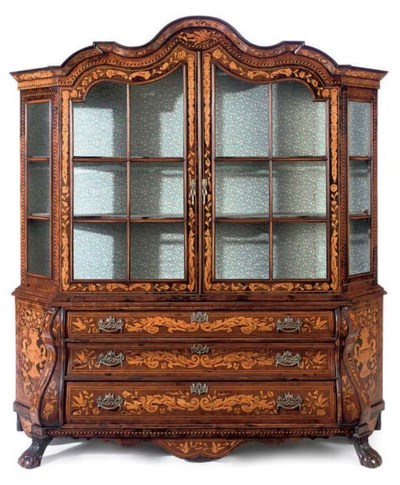 A BURR WALNUT AND MARQUETRY DI