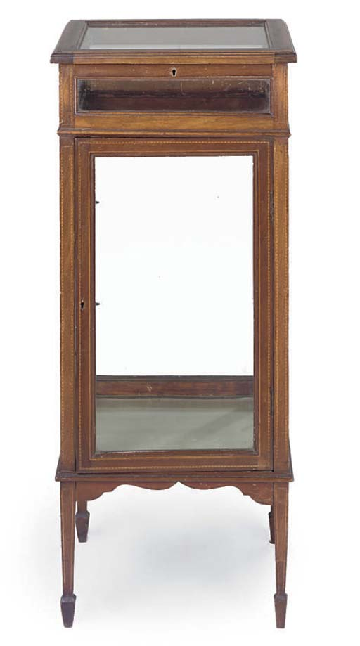 AN EDWARDIAN MAHOGANY AND CROSSBANDED DISPLAY CABINET