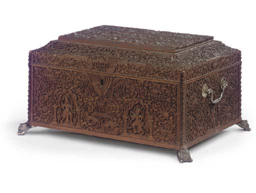AN INDIAN SANDLEWOOD BOX