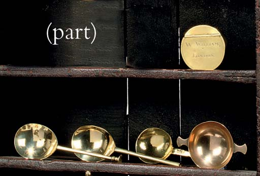 A COLLECTION OF BRASS SNUFF BO