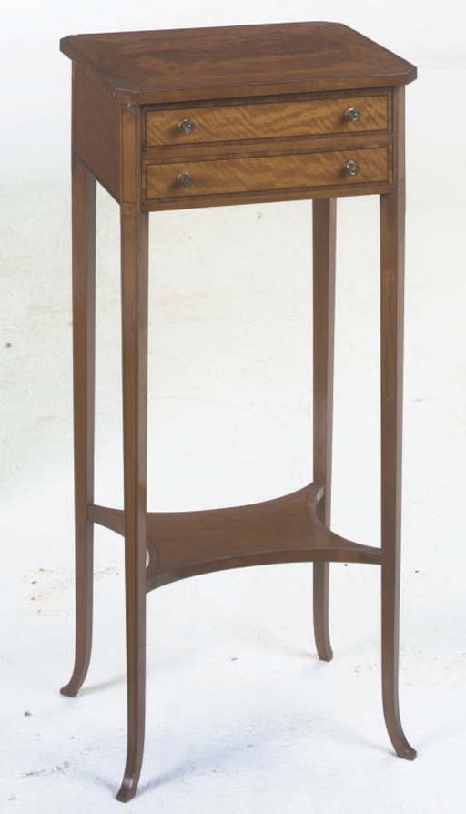 A SYCAMORE AND SATINWOOD OCCASIONAL TABLE