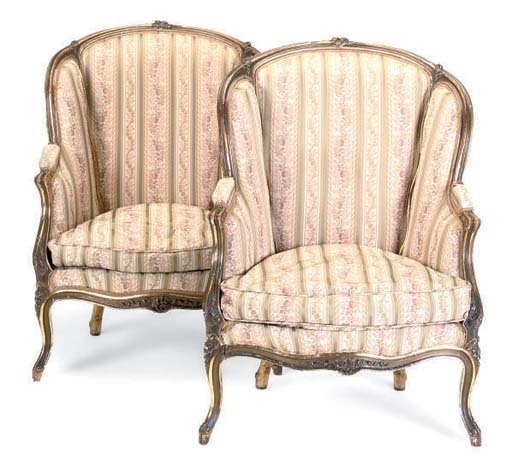 A PAIR OF FRENCH GILTWOOD BERGERES OF LOUISE XV STYLE
