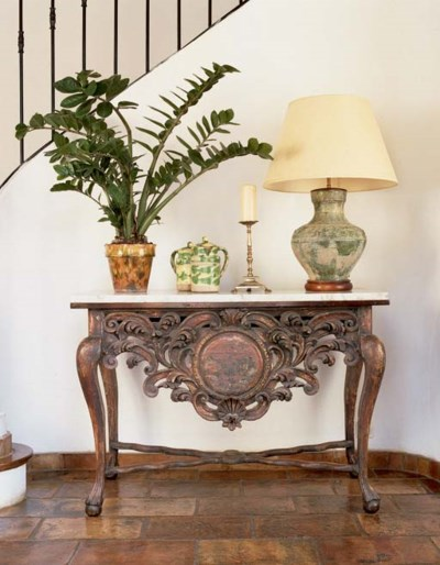 A DUTCH COLONIAL GILTWOOD AND