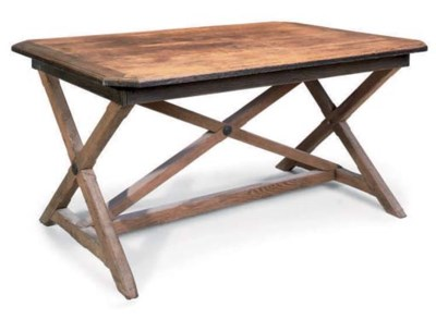 AN OAK CENTRE TABLE