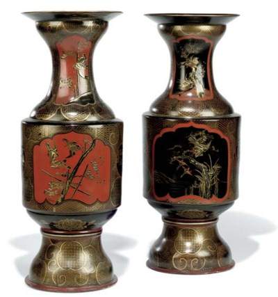 A PAIR OF JAPANESE PORCELAIN L