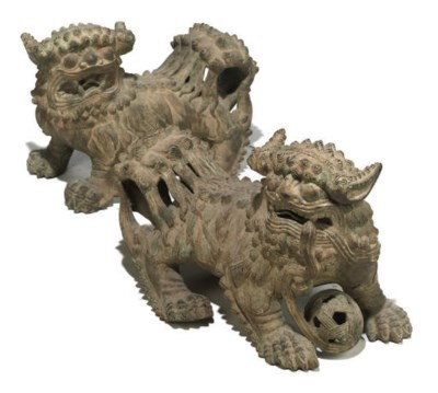 A PAIR OF CHINESE BRONZE TEMPL