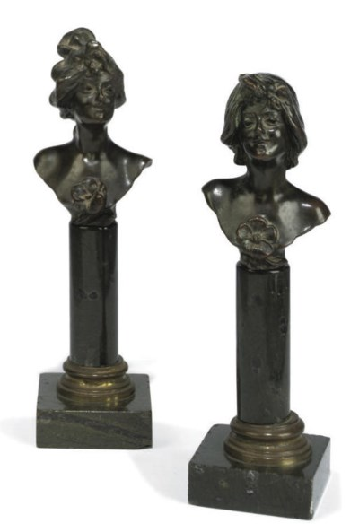 A PAIR OF BRONZE BUSTS OF WOME