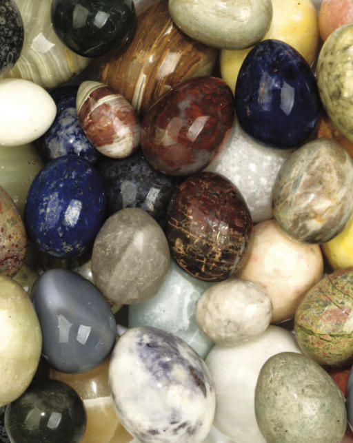 A COLLECTION OF FIFTY SPECIMEN MINERAL EGGS