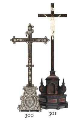 A FLEMISH IVORY CRUCIFIX FIGUR