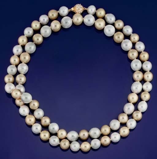A VARI-COLOURED CULTURED PEARL NECKLACE
