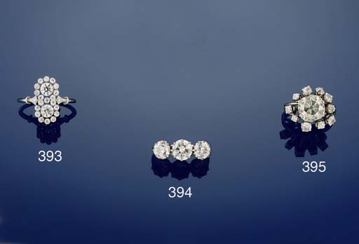 A diamond twin cluster ring