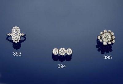 An diamond single stone ring