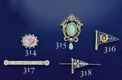 A Edwardian diamond bar brooch