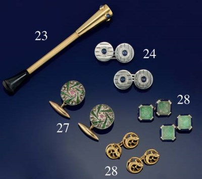 AN 18CT. GOLD AND SAPPHIRE SET