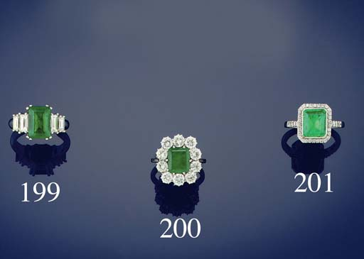 An emerald and diamond clsuter ring