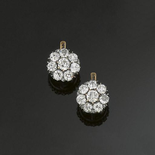 A pair of diamond cluster earp