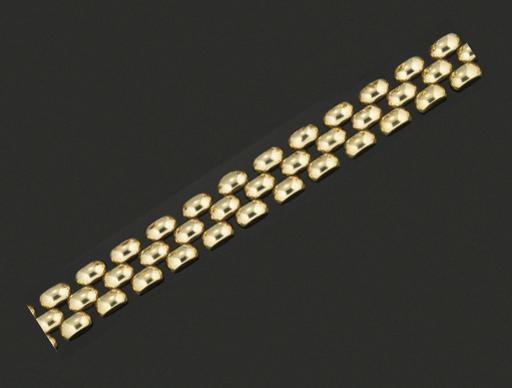 A necklace and bracelet, by Bi