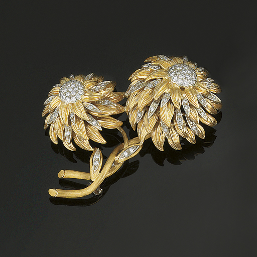 A DIAMOND SET BROOCH