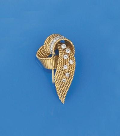 A diamond set brooch, by Maubo