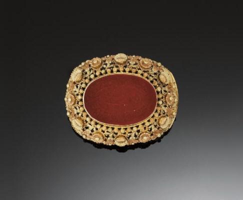A 19TH CENTURY TWO COLOUR GOLD