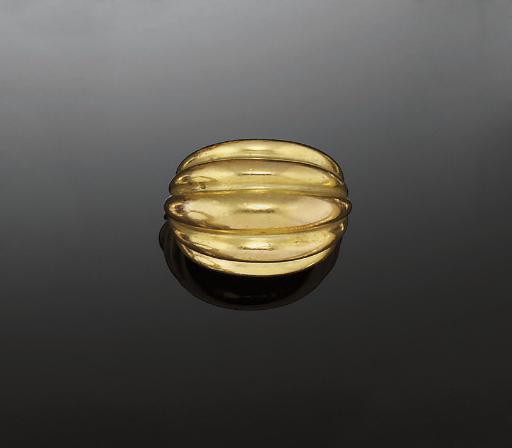 A bombé ring