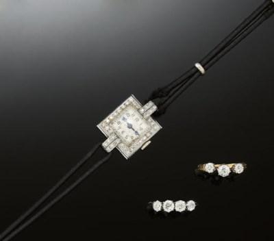 A small group of diamond jewel