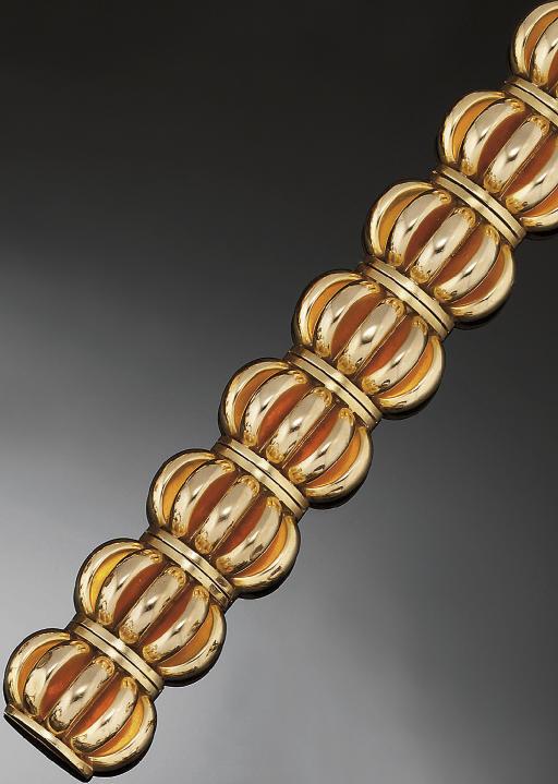 A fancy link bracelet