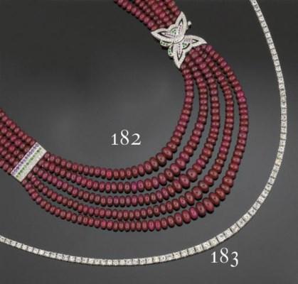 A diamond flexible necklace