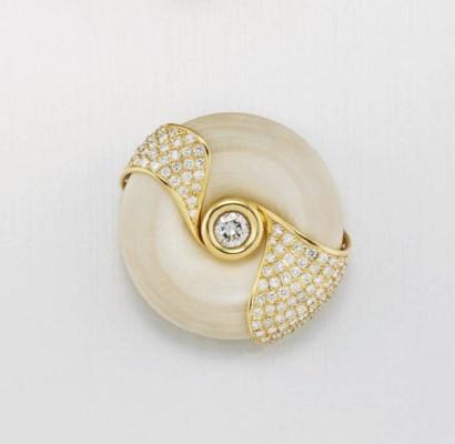 A DIAMOND BROOCH, BY TOMOKO NA