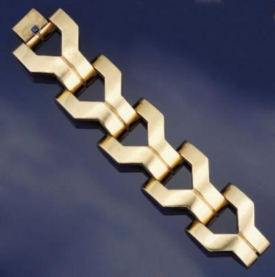 A GOLD BRACELET, BY TIFFANY &